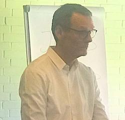 Jens Peter Udsholt er til daglig rådgivningschef i PFA - og en at mentorerne i VELKOMMEN HJEM